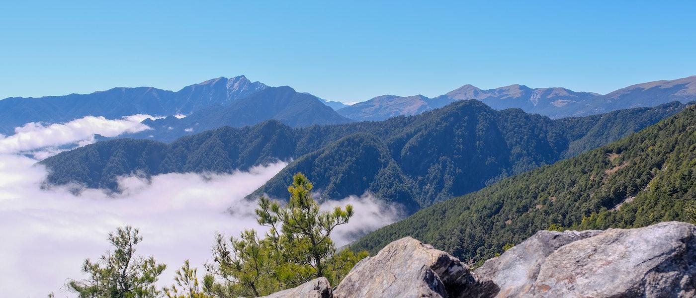 登山愛好者推薦10款台灣山岳登山新手必備道具