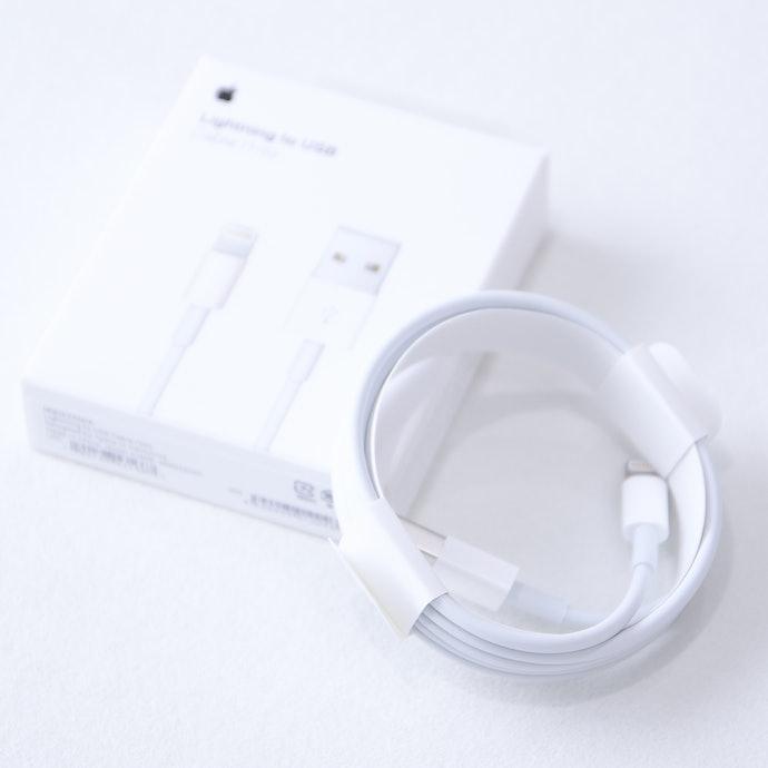 不論哪款 Apple手機還是平板都相容的「原廠連接線」