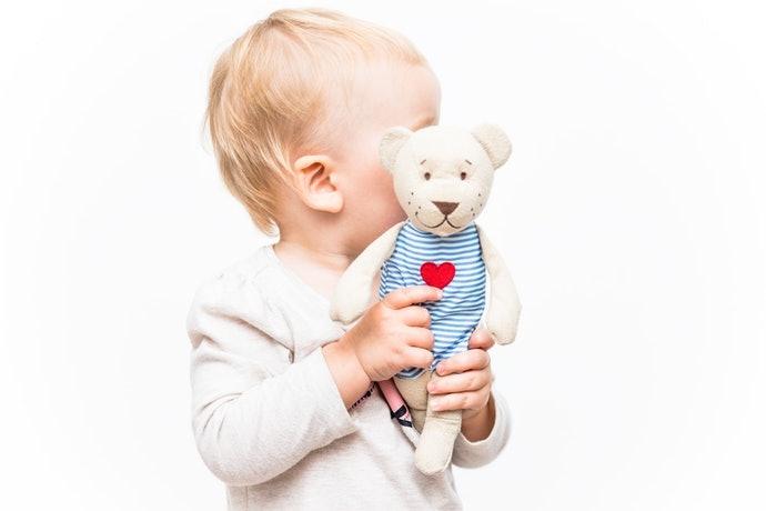 以寶寶方便舉起的大小為佳