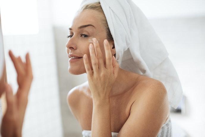 選擇可作為隔離霜使用,縮短化妝時間