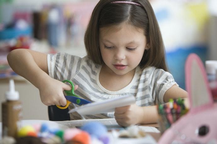6歲以上:選擇兒童專用的金屬剪刀
