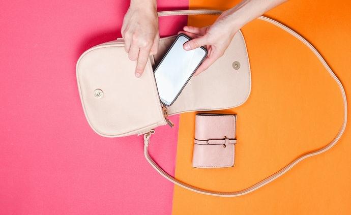 完整收納型:具緩衝性,可防止手機受傷