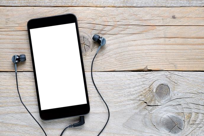 智慧型手機:可聽音樂及免持通話為佳