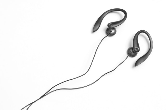 頸掛、耳掛式耳機用:選擇附隔層設計,收納更安心