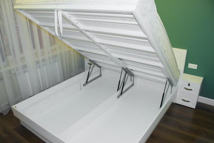 掀式床架型:適合收納大型物品