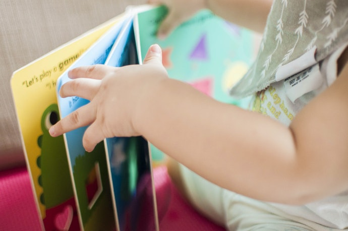 嬰幼兒: 材質需安全耐用且圖大字少