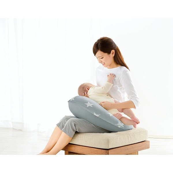 選擇有厚度、夠紮實的哺乳枕