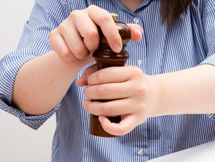 雙手扭轉型:最常見、選擇最豐富,方便調整研磨量