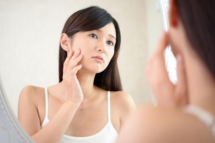 肌膚暗沉、有黑斑者:選擇能抑制黑色素的成分