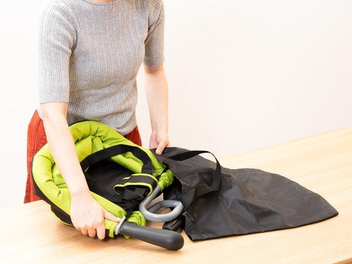 活動型嬰幼兒餐椅隨附「專用收納袋」,外出攜帶更方便