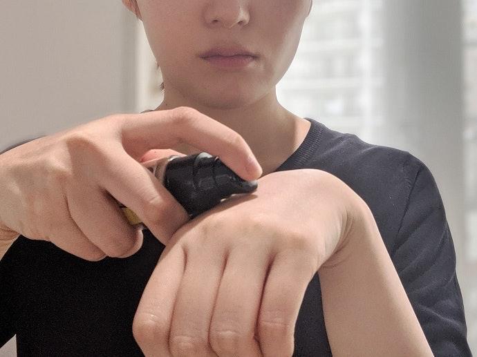 REVLON露華濃 超持色輕透粉底液的使用方法