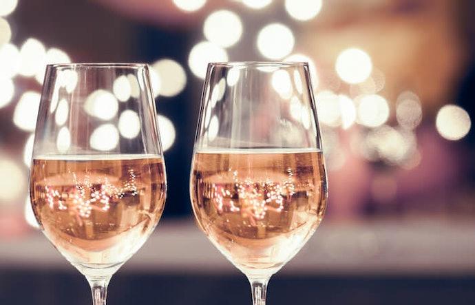 鬱金香杯:能襯托香檳馥郁的果香