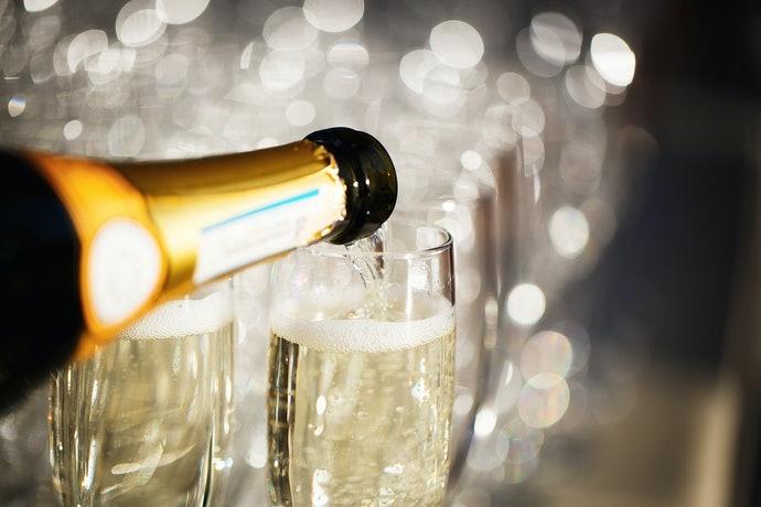 襯托綿密氣泡與甜美香氣的「香檳杯」