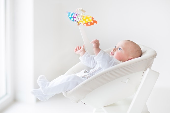 想從新生兒時期開始使用,推薦結合「高腳椅」和「搖床」的兩用型商品