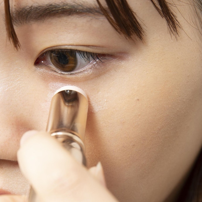 黑色眼圈:加強眼下陰影的打亮