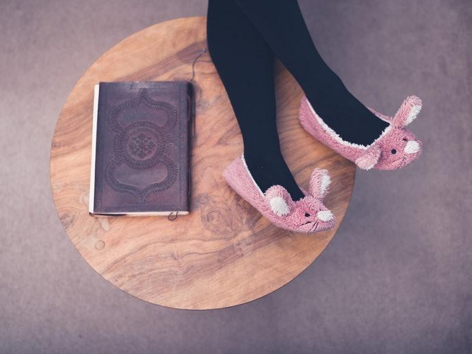 穿脫方便:拖鞋式室內襪最有效率