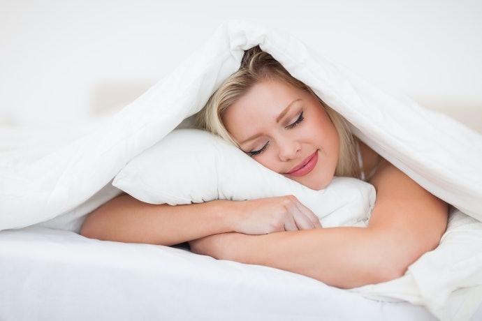 填充棉花枕:觸感柔軟,溫和支撐頭頸部