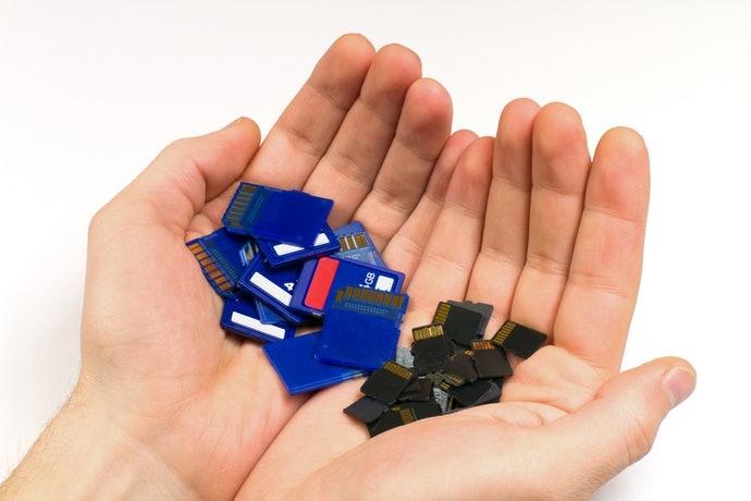 檢視遊戲卡與 SD記憶卡的收納隔層數