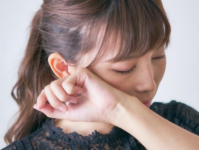 具防水、抗皮脂效果有助改善油光與脫妝現象