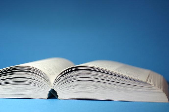 200頁左右方便攜帶;在家閱讀厚一點也 OK