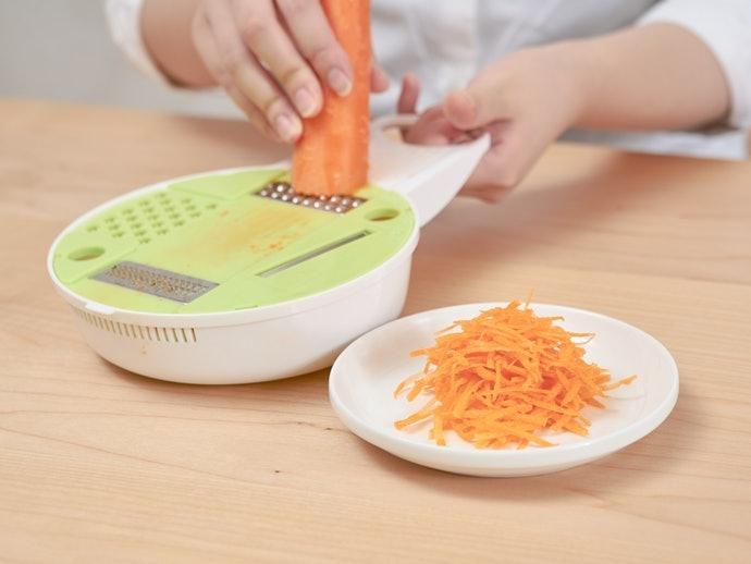 胡蘿蔔:薄片功能也能製作細絲,與菜刀併用便能自由控制粗細