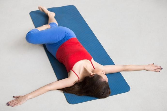 肩關節旋轉運動:可放鬆肩胛骨周圍的肌肉