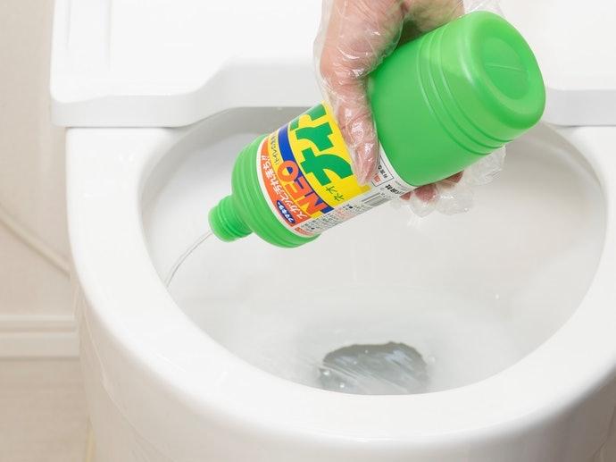 酸性清潔劑:有效去除頑強尿垢