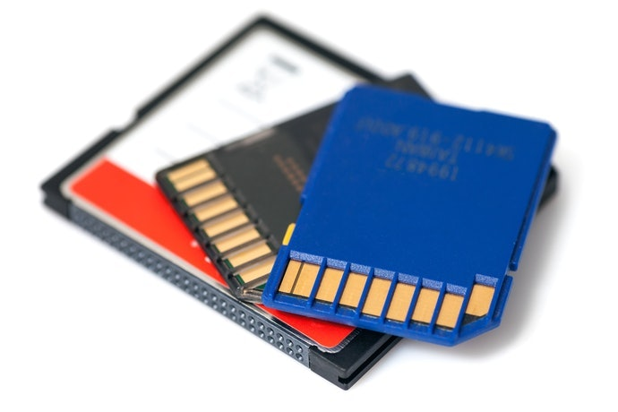 追求高音質或有長時間錄音需求,可選購附 SD卡之機種
