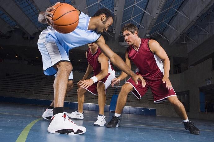 依據球場上的站位挑選球鞋