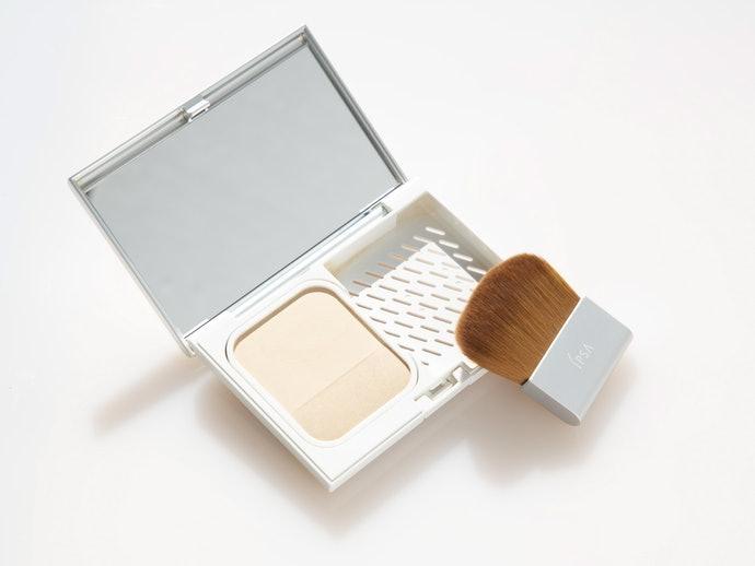 粉狀型:補妝容易,方便抑制油光