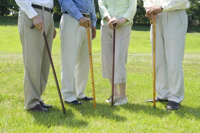 依體型來挑選合適的柺杖高度