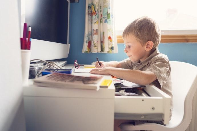 使用兒童書桌的好處