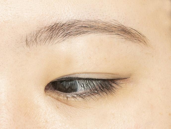 眼線液:線條銳利鮮明