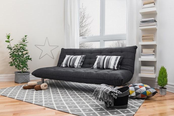 沙發為主以柔軟材質為佳;床鋪為主以獨立筒彈簧或高反彈泡棉較理想
