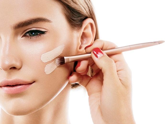 易脫妝:著重長效持妝功能