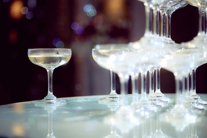 碟型杯:可減少香檳的氣泡量,容量少適合乾杯