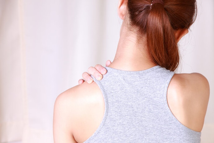 肩部上下運動:可緩解肩膀僵硬與痠痛