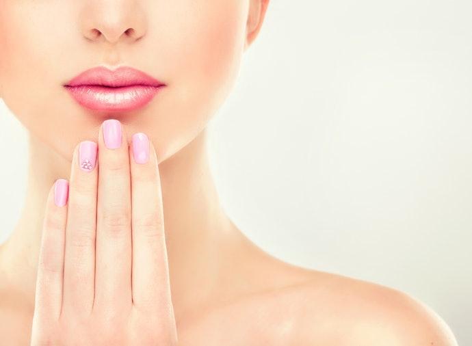 什麼是護唇精華液?