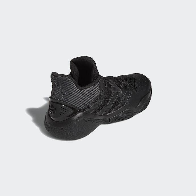 講求抓地力或吸震性的 adidas