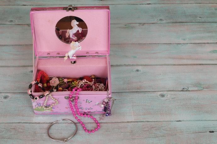 可收納飾品小物的盒子款