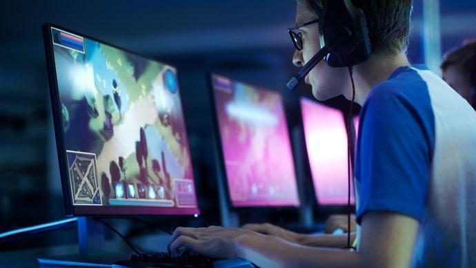 電腦遊戲:選擇帶有扶手的款式