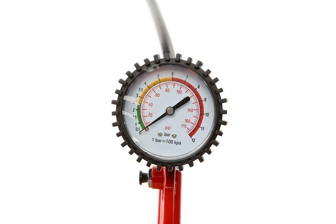 挑選具備氣壓錶的款式