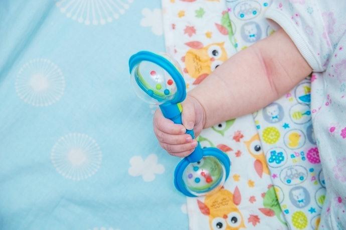 3個月後:幫助自發學習的搖鈴或球類