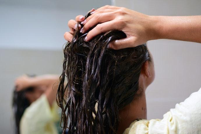 缺乏彈性與韌度:推薦使用含有角蛋白的洗髮精