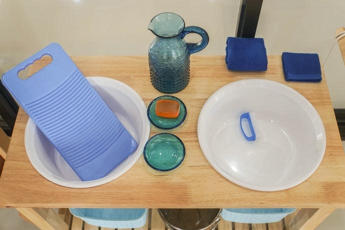 塑膠製:稜角平滑,可輕柔清洗衣物