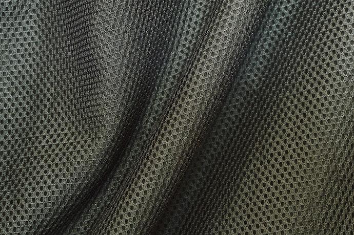 透氣的表面材質與止滑的底部設計