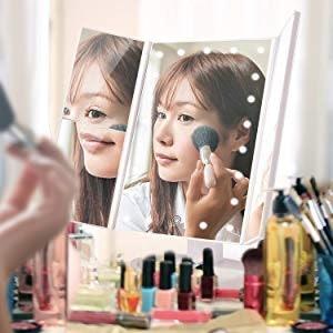 放大鏡功能讓妝容更細緻