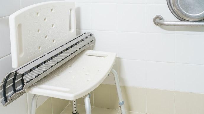利用洗澡椅享受安全沐浴