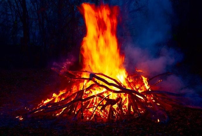 適合寒冷季節的「焚火聲」