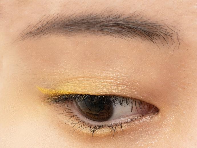 黃色:與偏黃膚色融合度高,自然提亮眼眸